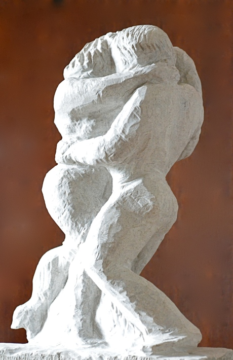 Förskjunkna, skulptur, kalksten, 2013, såld