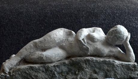 Bokslukaren, skulptur, kalksten, 2013